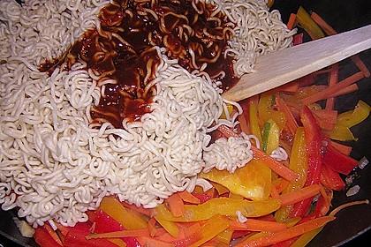 Asiatisch gebratene Nudeln süß - scharf, vegetarisch 23