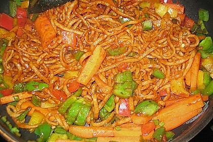 Asiatisch gebratene Nudeln süß - scharf, vegetarisch 11