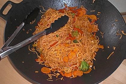 Asiatisch gebratene Nudeln süß - scharf, vegetarisch 9
