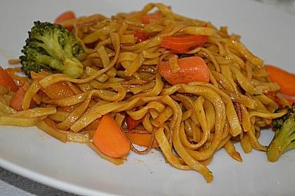 Asiatisch gebratene Nudeln süß - scharf, vegetarisch 8