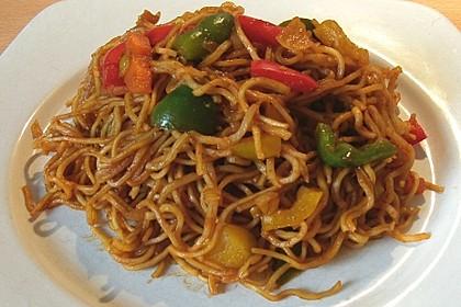 Asiatisch gebratene Nudeln süß - scharf, vegetarisch 24