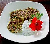 Zucchini - Puffer mit Kräutersoße (Bild)