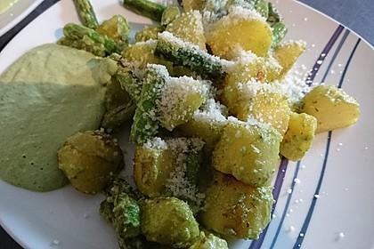 Grüner Spargel und neue Kartoffeln mit Bärlauch - Pesto 10