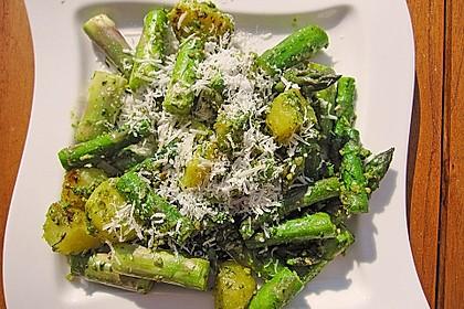 Grüner Spargel und neue Kartoffeln mit Bärlauch - Pesto
