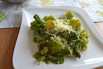 Grüner Spargel und neue Kartoffeln mit Bärlauch - Pesto 6