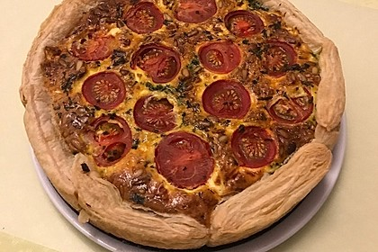 Quiche mit Spinat, Feta, Tomaten und Pinienkernen 17