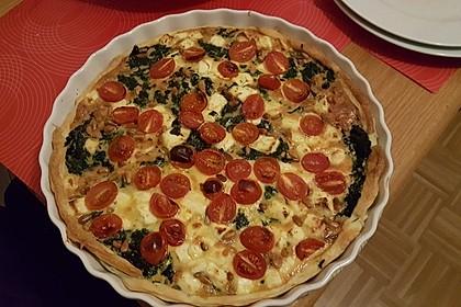Quiche mit Spinat, Feta, Tomaten und Pinienkernen 13