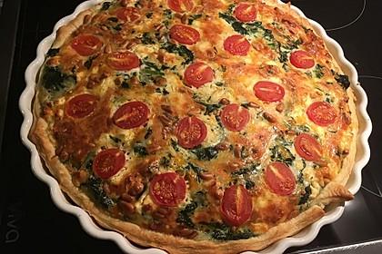 Quiche mit Spinat, Feta, Tomaten und Pinienkernen 12