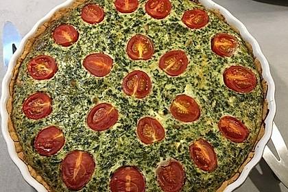 Quiche mit Spinat, Feta, Tomaten und Pinienkernen 16