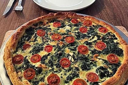 Quiche mit Spinat, Feta, Tomaten und Pinienkernen 1