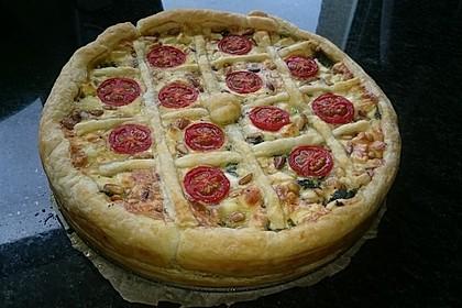 Quiche mit Spinat, Feta, Tomaten und Pinienkernen 7