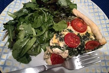 Quiche mit Spinat, Feta, Tomaten und Pinienkernen 3