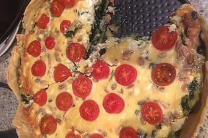 Quiche mit Spinat, Feta, Tomaten und Pinienkernen 27