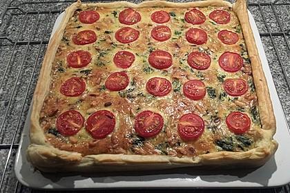 Quiche mit Spinat, Feta, Tomaten und Pinienkernen 10