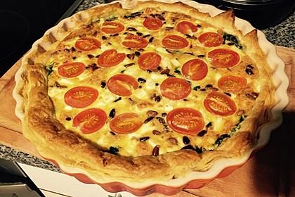 Quiche mit Spinat, Feta, Tomaten und Pinienkernen 15