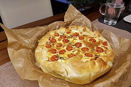Quiche mit Spinat, Feta, Tomaten und Pinienkernen 23