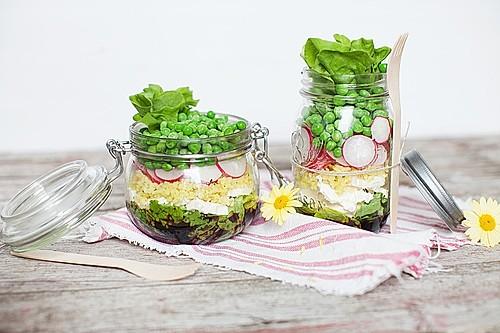 knackiger schichtsalat aus dem glas mit bulgur und erbsen rezept mit bild. Black Bedroom Furniture Sets. Home Design Ideas