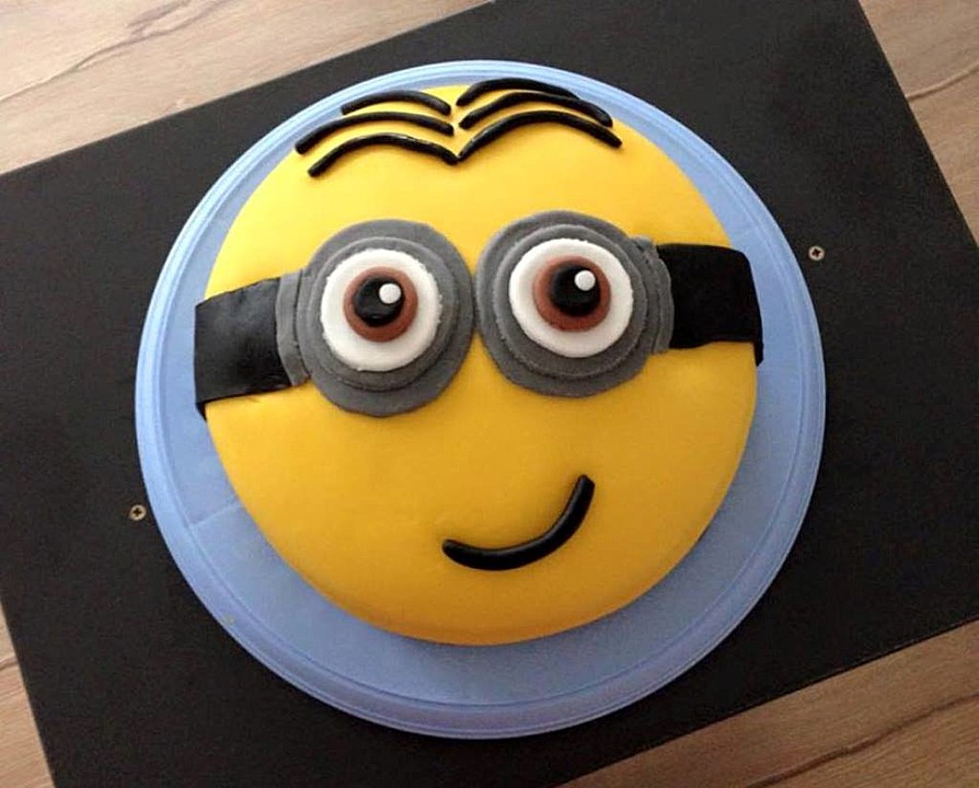 minion torte mit kinderschokoladencreme von melju1989. Black Bedroom Furniture Sets. Home Design Ideas