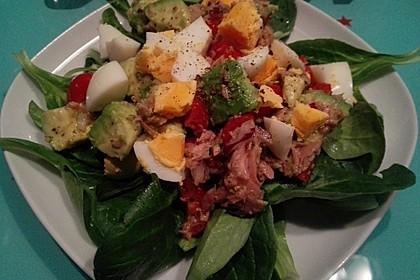 Thunfischsalat mit Ei, Avocado und Tomaten 3