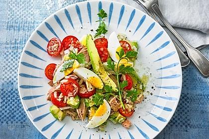 Thunfischsalat mit Ei, Avocado und Tomaten 9