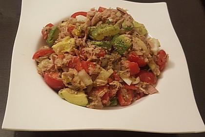 Thunfischsalat mit Ei, Avocado und Tomaten 8