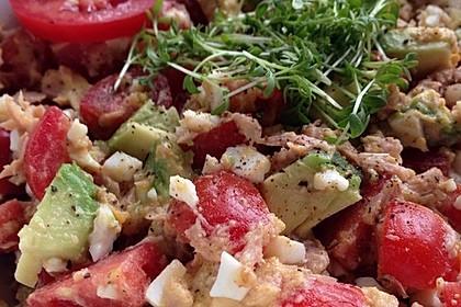Thunfischsalat mit Ei, Avocado und Tomaten 11