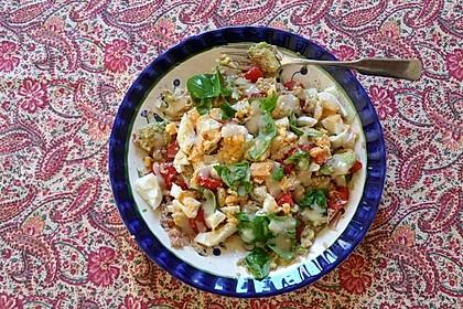 Thunfischsalat mit Ei, Avocado und Tomaten 5