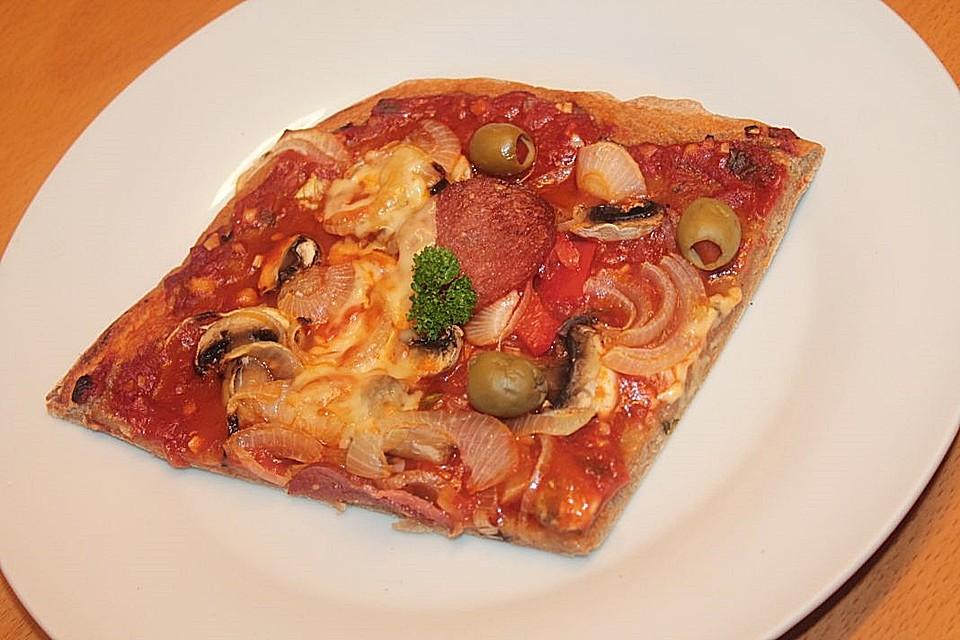 pizza mit geriebener kartoffel und herzhaftem belag rezept mit bild. Black Bedroom Furniture Sets. Home Design Ideas