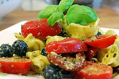 Tortellini-Pesto Salat 2