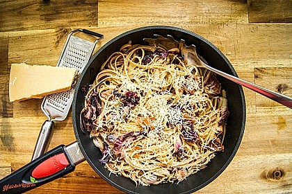 Pasta mit Radicchio und Prosciutto