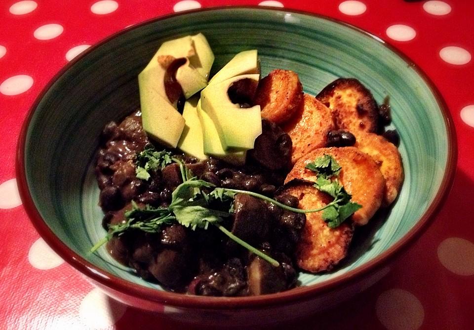 chili bowl mit schwarzen bohnen pilzen und gebackenen s kartoffeln von energybird. Black Bedroom Furniture Sets. Home Design Ideas
