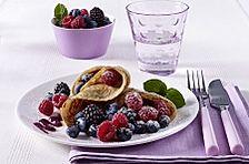 Pfannkuchen mit Buttermilch und Waldbeeren