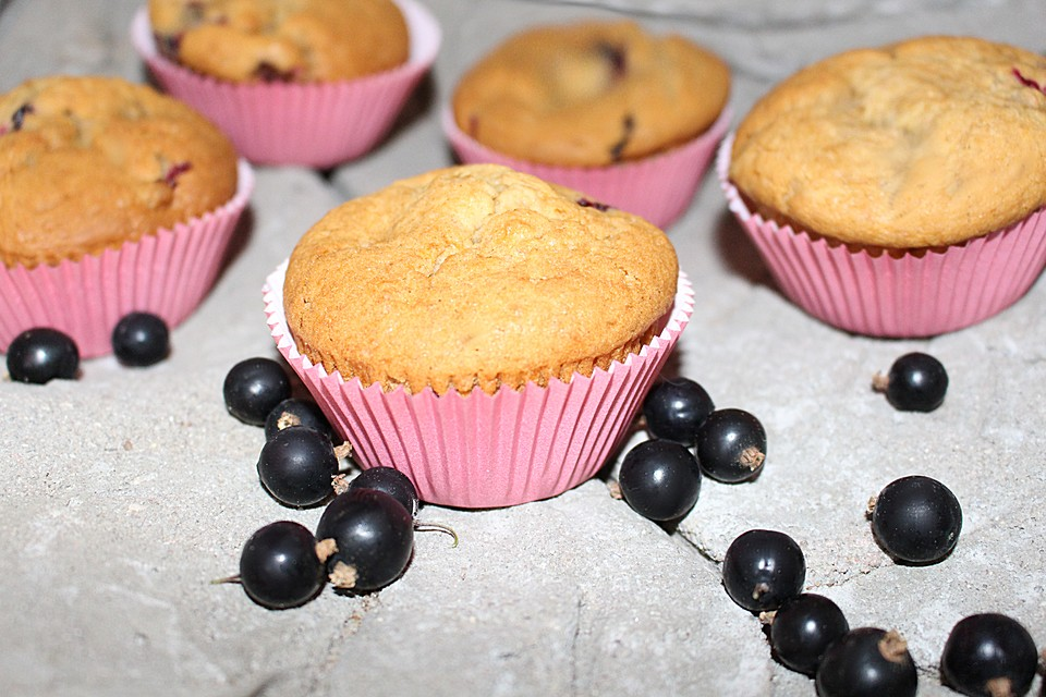 vegane muffins mit schwarzen johannisbeeren rezept mit bild. Black Bedroom Furniture Sets. Home Design Ideas