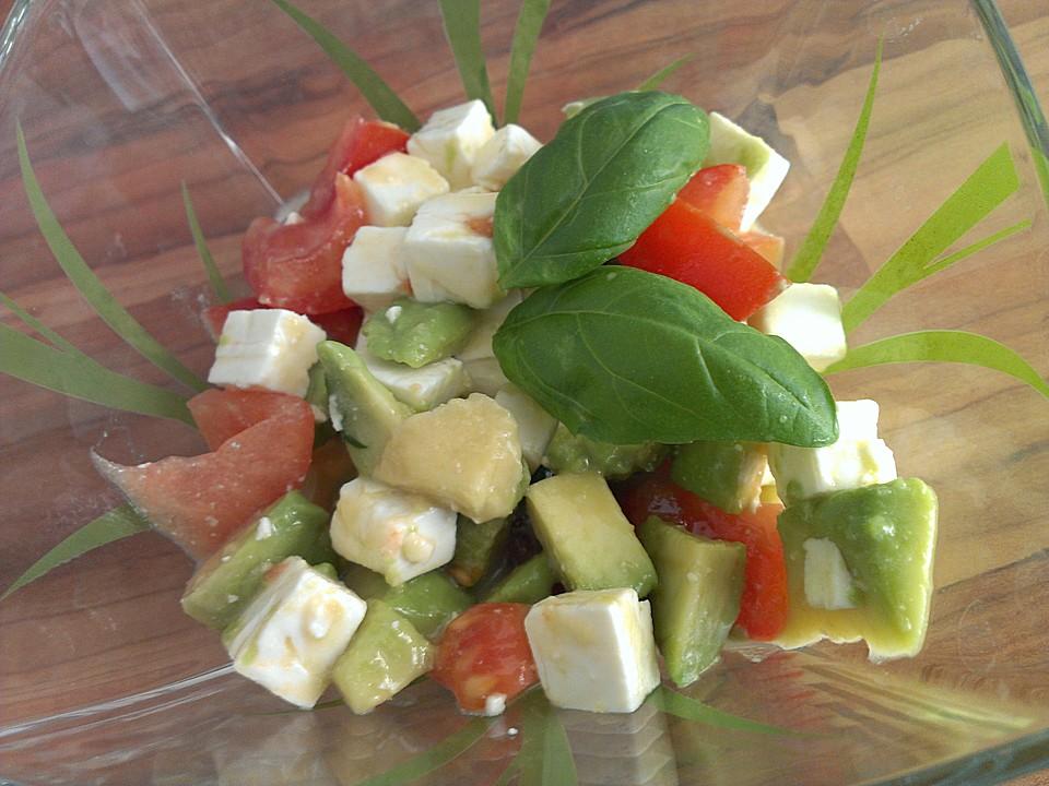avocado tomaten salat mit feta und senf vinaigrette von milie. Black Bedroom Furniture Sets. Home Design Ideas