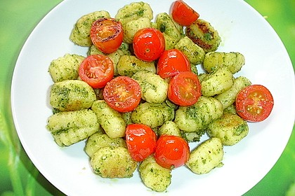 Gebratene Gnocchi mit Petersilien-Walnuss-Pesto