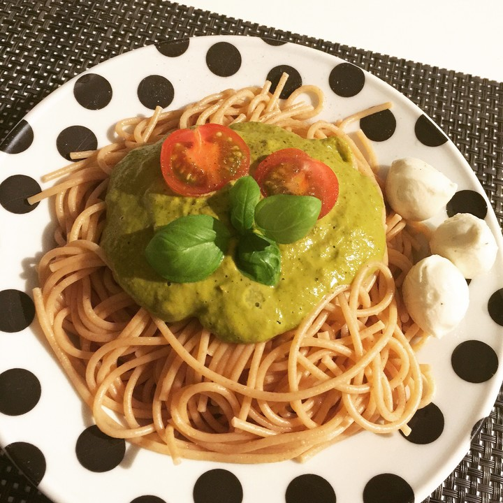 spaghetti mit selbstgemachtem pesto verde rezept mit bild. Black Bedroom Furniture Sets. Home Design Ideas