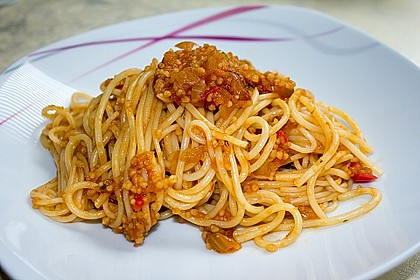 Alex vegane Coucous-Bolognese mit Spaghetti