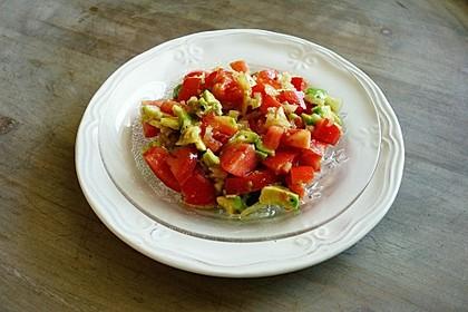 Leckerer Tomaten-Avocado-Salat 4