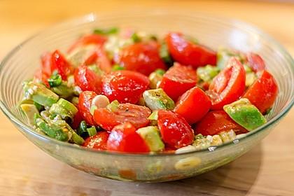Leckerer Tomaten-Avocado-Salat