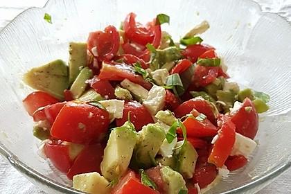 Leckerer Tomaten-Avocado-Salat 6