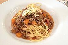 Spaghetti Bolognese mit Kapern, Oliven, Champignons