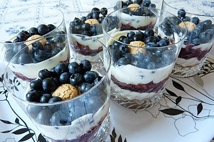 Heidelbeer Amarettini Dessert 13