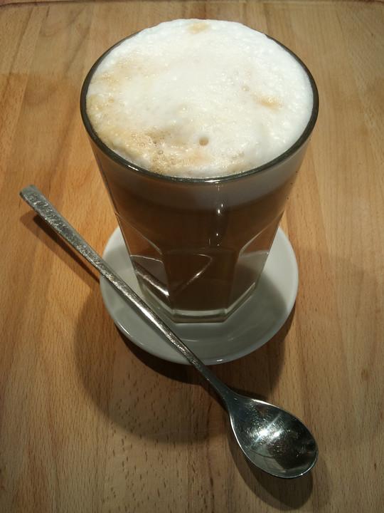 veganer paleo kaffee mit mandelmilch und dattelsirup von. Black Bedroom Furniture Sets. Home Design Ideas