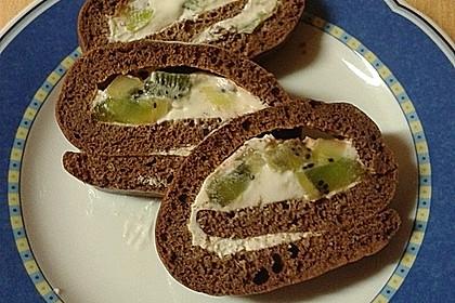 Eiweiß-Schokorolle mit Früchten und Quark