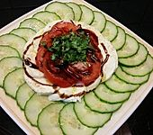 Gurken-Mozzarella-Carpaccio mit Tomaten-Petersilie-Tatar