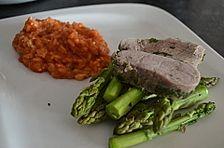 Kräuter-Schweinefilet mit Tomaten-Schafskäse-Risotto und Haselnussspargel