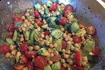 Avocado-Gurke-Kichererbsensalat mit Feta und Zitronendressing 2