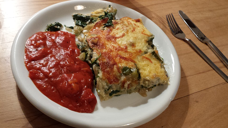 spinat zucchini gorgonzola lasagne mit tomatensauce rezept mit bild. Black Bedroom Furniture Sets. Home Design Ideas