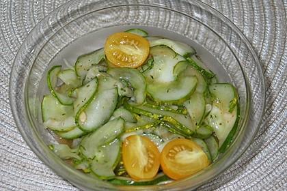 Gurkensalat süß-scharf