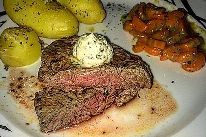 Rindersteak mit Kräuterbutter, Pellkartoffeln und Karottengemüse